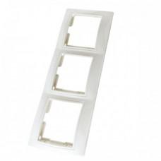 Рамка 3-х постовая горизонтальная белая